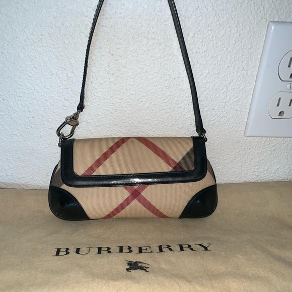 fd47e1e8f7 Burberry Handbags - Authentic Burberry pochette clutch wristlet bag